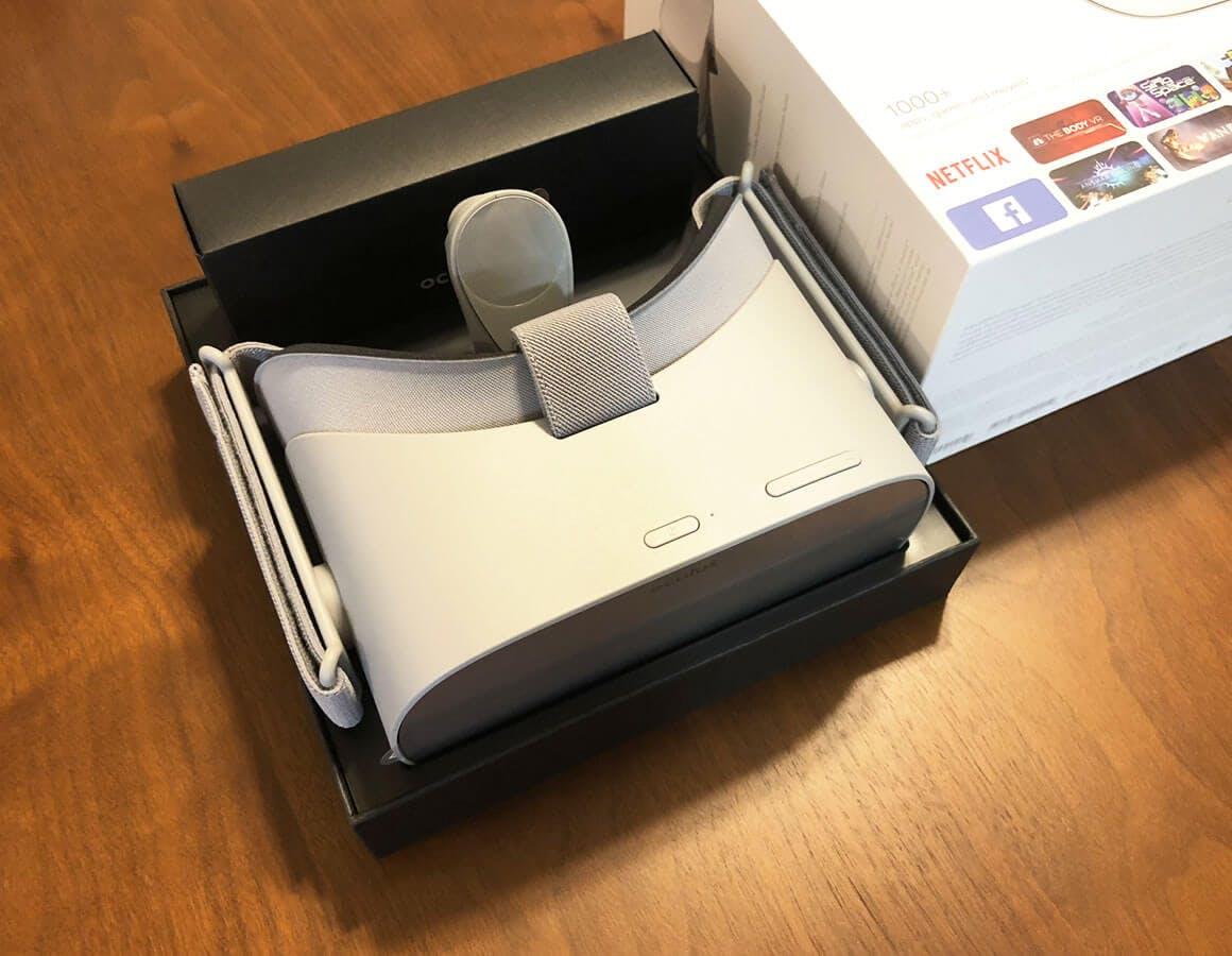 パッケージを開封した状態 - Oculus Go