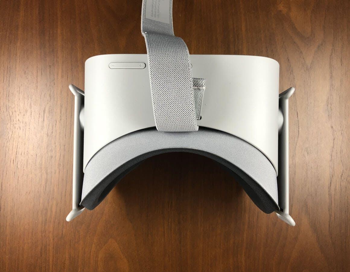 眼鏡スペーサーを装着後の状態。微妙だがクッション部分が前に出ている - Oculus Go